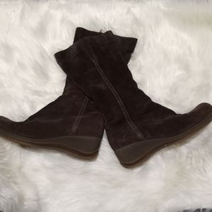 La Canadienne brown suede wedge boots